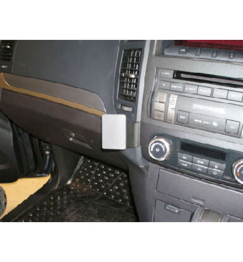 Mitsubishi Shogun Brodit ProClip Mounting Bracket - Angled mount (653982)