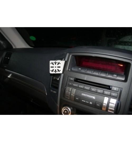 Dashmount 711108 Upper Console Mounting Bracket Mitsubishi Shogun 2007 >