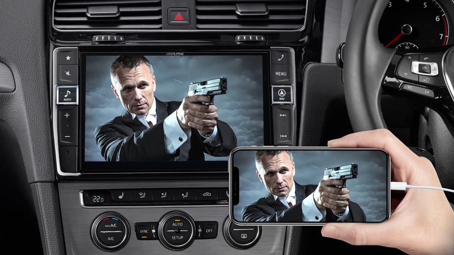 Golf-7-Big-Screen-Entertainment-iPhone_Navi-X903D-G7R